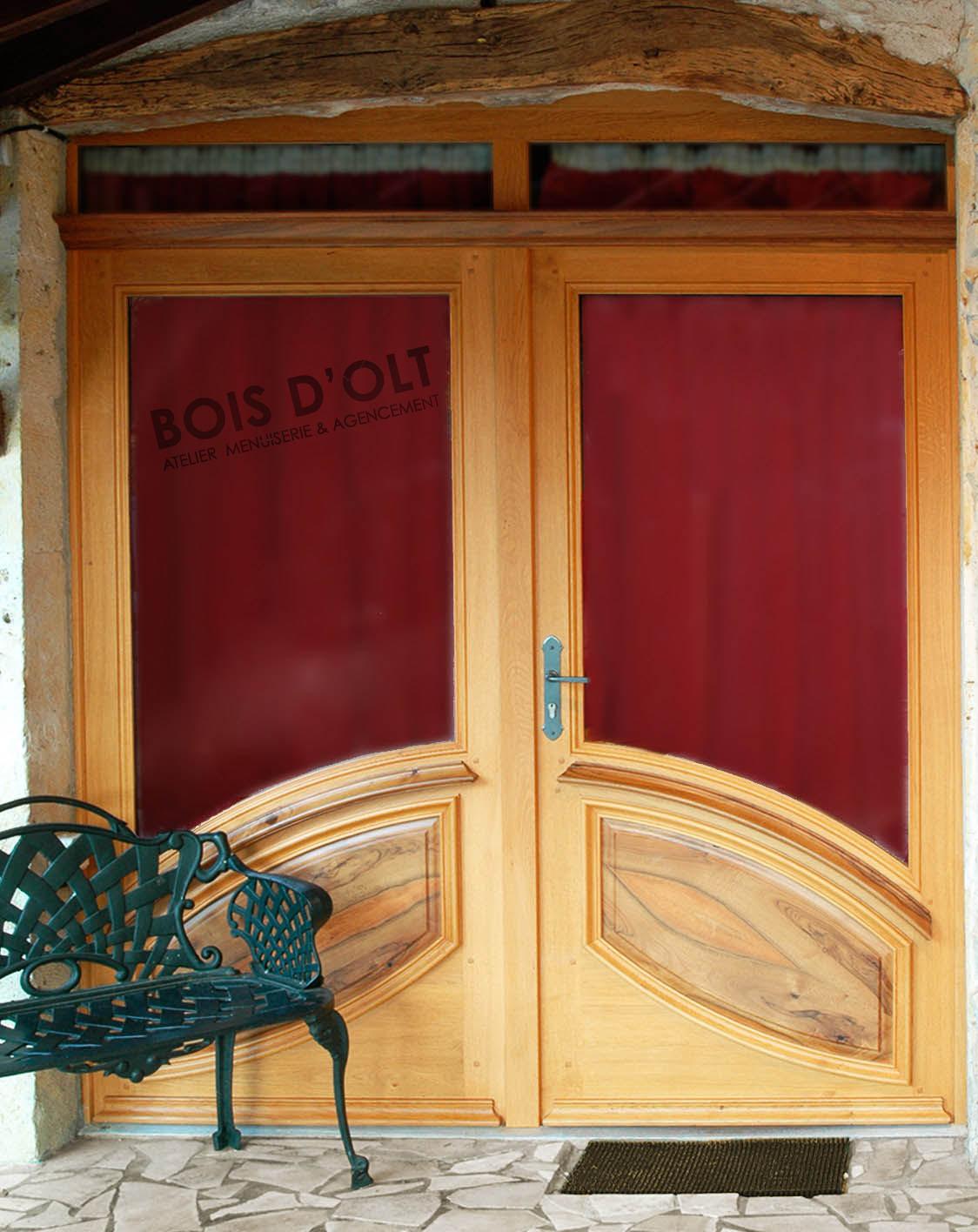 Verglasene Eingandstür aus Massivholz