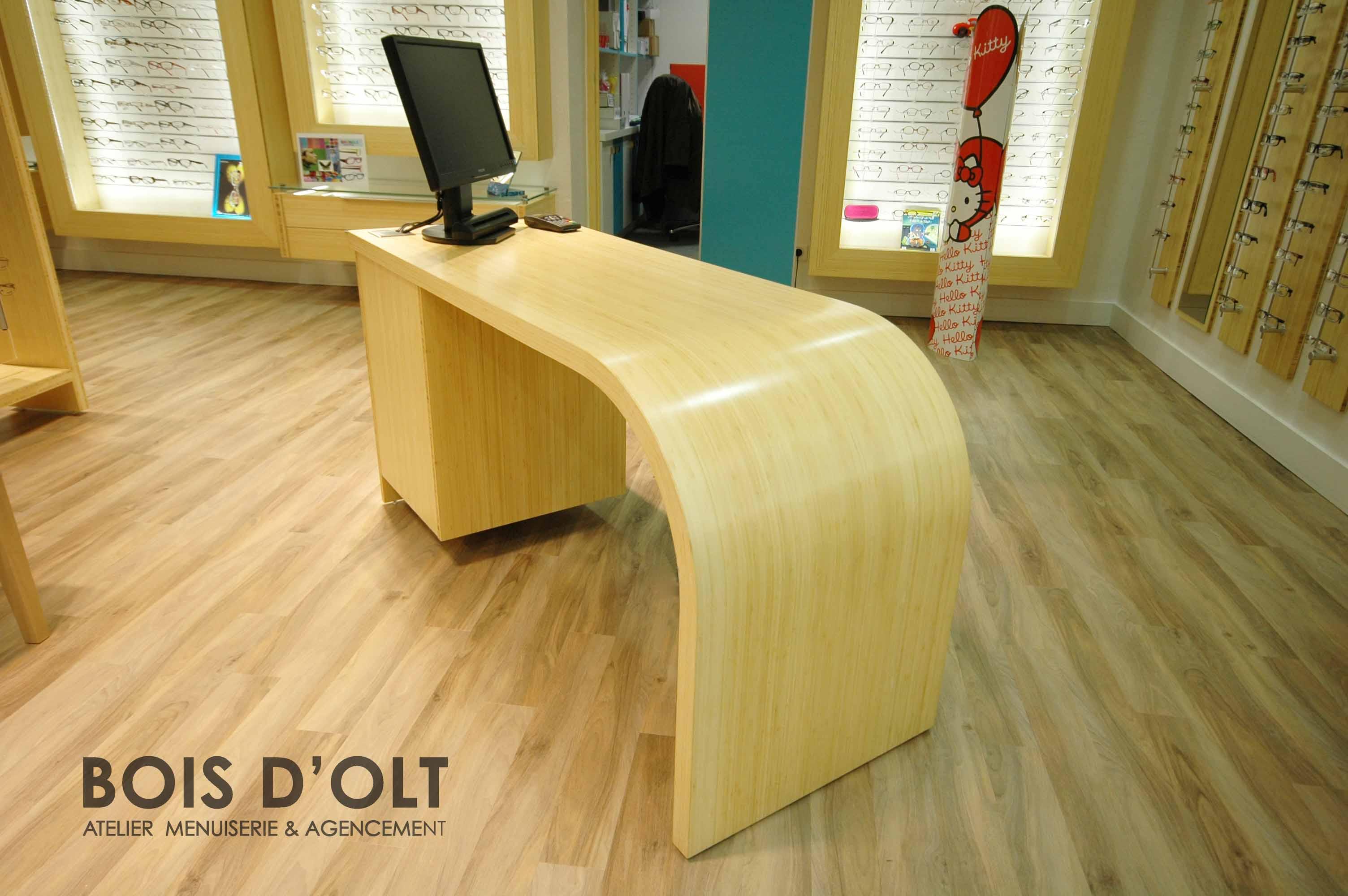 Table arrondie en placage de bambou